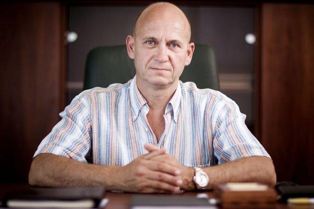 Jaroslav Spišiak (51). Ako okresný policajný riaditeľ v Dunajskej Strede zaujal, keď vyriešil vraždu miestneho gangu pápayovcov. V roku 2001 ho minister vnútra Ivan Šimko vymenoval za 1. policajného viceprezidenta. V roku 2006 prvýkrát odišiel do civilu, keď ho odvolal minister vnútra Robert Kaliňák. V roku 2010 sa stal po zmene vlády policajným prezidentom, s jej pádom musel na Kaliňákovu žiadosť druhýkrát z funkcie odísť. Je najdlhšie slúžiacim plukovníkom v polícii, vláda nikdy nesúhlasila s
