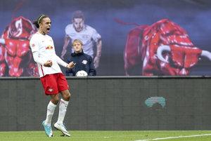 Hráč Lipska Yussuf Poulsen oslavuje gól do bránky Freiburgu vo futbalovom zápase nemeckej Bundesligy RB Lipsko - SC Freiburg na štadióne v Lipsku 15. apríla 2017.