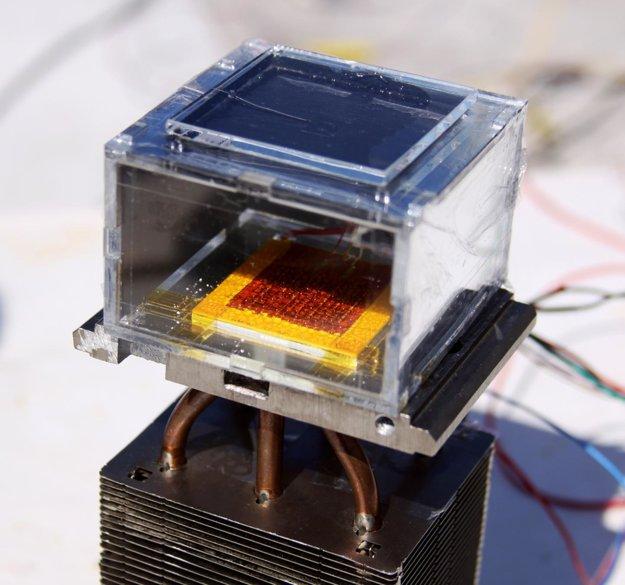 Zariadenie, ktoré premieňa vzduch na vodu pomocou siete kovu a organických molekúl.