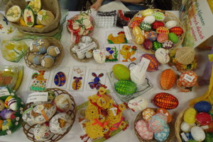 Ručné práce veľkonočných výrobkov vystavovali v Zborove nad Bystricou.
