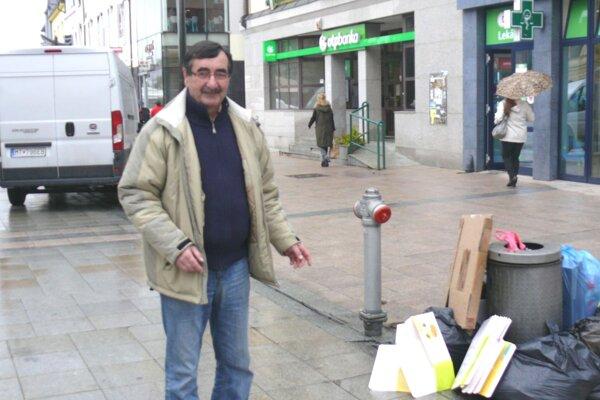 Komunálny odpad by sa mal vyvážať zpešej zóny hneď ráno, myslí si Stanislav Jesenský, podnikateľ zcentra mesta.