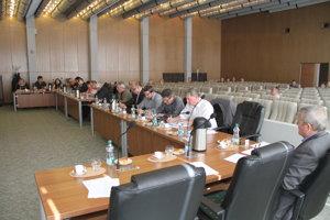 Mestský parlament vGalante by mal zasadnúť opäť 27. apríla.
