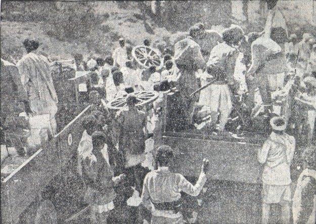 Civilisti opúšťajú Addis Abebu.