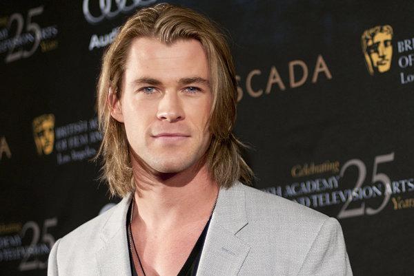 """Chris Hemsworth: """"Vraveli, že sa v Hollywoode ako herec nepresadím, pretože som až príliš blond, príliš vysoký a mám nadmerne veľké svaly."""""""