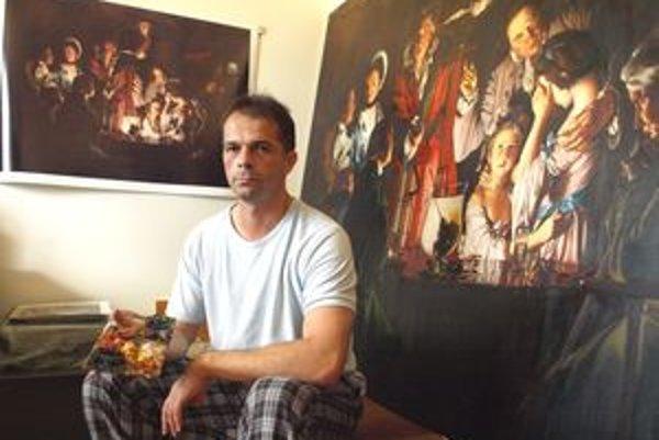 Ivan má doma provizórny ateliér.