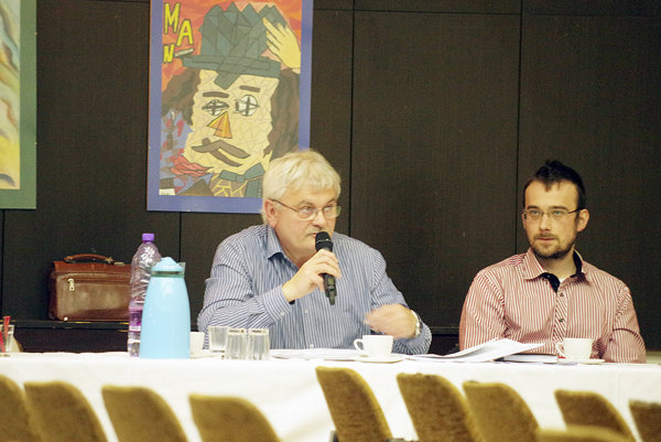 O stave osvetlenia informoval poslancov Jozef Toman (vľavo).