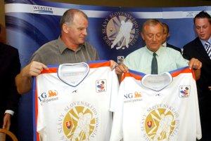 Na snímke zľava Igor Liba a Jaroslav Walter, členovia Siene slávy slovenského hokeja.