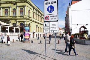 Na pešiu zónu majú cyklisti povolený vjazd medzi 19. hodinou večer a desiatou dopoludnia.