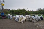 Zhruba 20 dobrovoľníkov vyzbieralo takúto kopu odpadu.