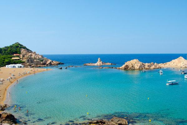 Menorka uspokojí aj najvyššie turistické nároky na pobrežie.