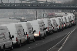 Protest bielych dodávok v Budapešti.