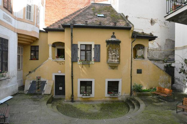 Múzeum Johanna Nepomuka Hummela na Klobučníckej ulici.