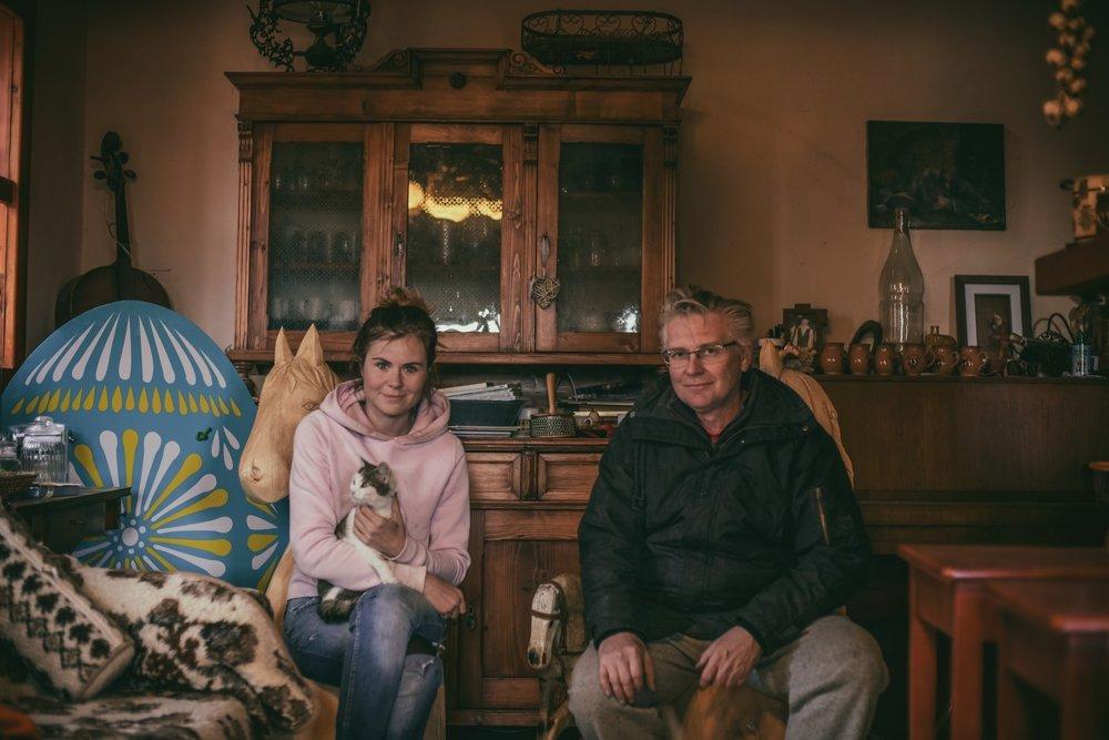 Martina, jej otec aj ostatní členovia rodiny sú na ranči spokojní.