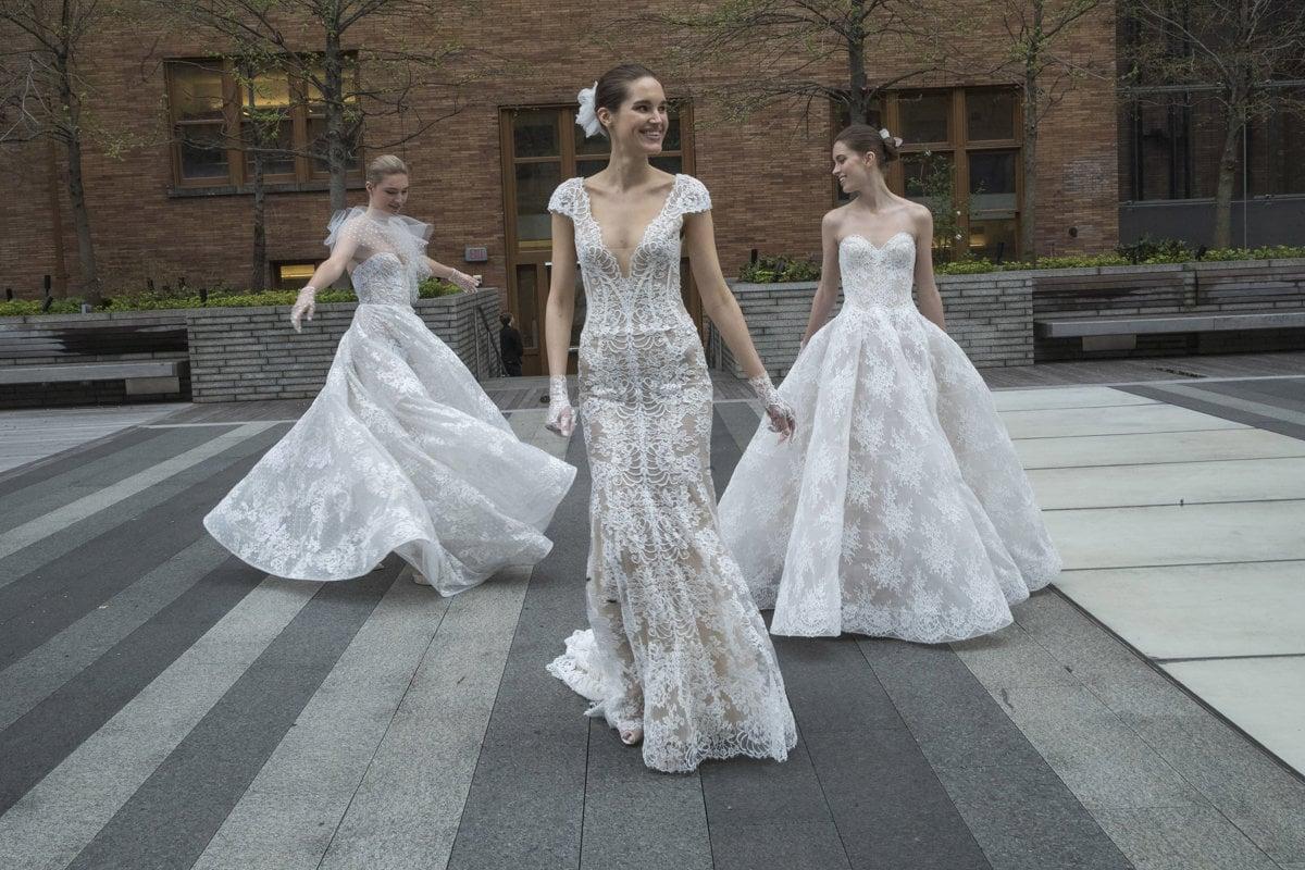 7331e4c36145 Nové trendy pre svadobné šaty  Čipka a odhalené ramená - Žena SME