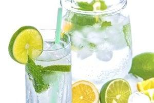 Dostatočný príjem tekutín a hydratácia sú dôležité nielen vtedy, keď chcete zabrániť suchu v ústach, ale aj v intímnej oblasti.