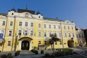 Jedna z najkrajších budov v Nitre čaká na to, kedy ju obsadia desiatky úradníkov župy.