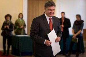 Podľa prvých odhadov vyhral voľby prezidentov Blok Petra Porošenka.