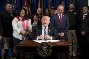 Donald Trump si v sobotu pripomenie sto dní od nástupcu do funkcie.