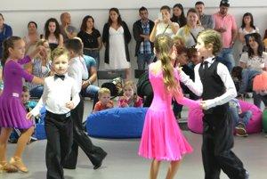 Malí tanečníci.