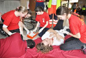 Mladí zdravotníci zvládali aj náročné situácie.
