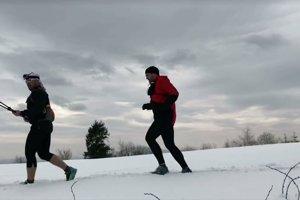 Počasie občas bežcom neprialo. Snehu bolo na niektorých miestach viac.