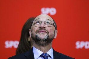 Schulzova popularita začala pred kľúčovými voľbami padať.