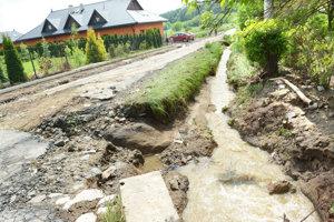 Zničená cesta v prešovskej štvrti Surdok.