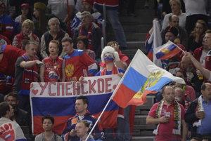 """""""Úpadok ruského hokeja je zrejmý, chabé výkony. Veď v tom zápase sa pomaly nebolo na čo pozerať. Keď po zápase hovorili komentátori, že Rusi sú úplne inde, hneď som im dal za pravdu,"""" píše autor."""