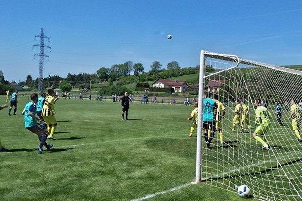 Zo zápasu 7. ligy ObFZ Senica Kunov - Letničie.