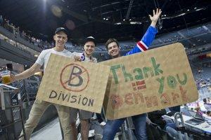 Slovenskí fanúšikovia ďakovali aj Dánom. Zato, že sme nevypadli.