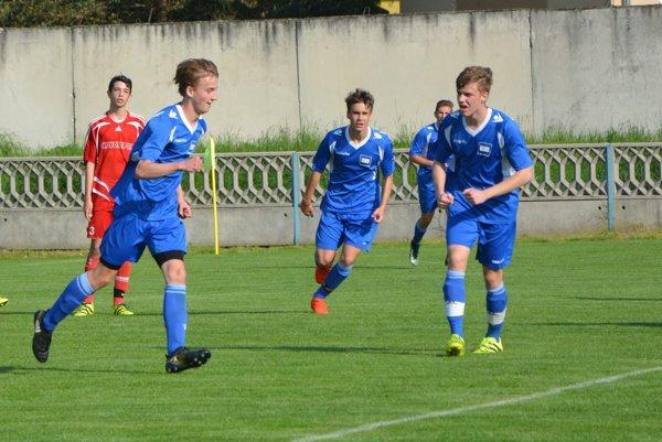 Tovarníky doma vyhrali, prvý gól zápasu strelil Sečanský (vľavo v modrom).