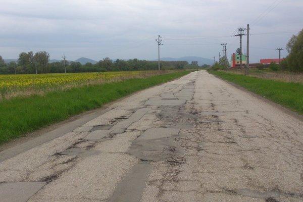 Tankodróm pri Čani. KSK sľubuje vodičom, že do konca roka tam smerom na Hanisku prestanú trpieť ich tlmiče.