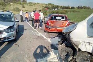 Zrazilo sa šesť vozidiel.