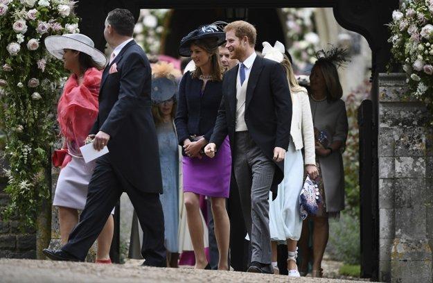 Princ Harry na svadbe nechýbal. Šušká sa, že najbližšia bude tá jeho, herečku Meghan Markle mal požiadať o ruku.
