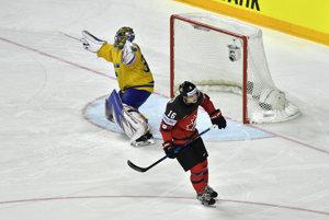 Henrik Lundqvist chytá nájazd Mitcha Marnera a oslavuje zisk majstrovského titulu.