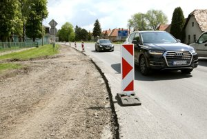 Rekonštrukciou prechádza ľavostranný chodník v smere od Zvolena.