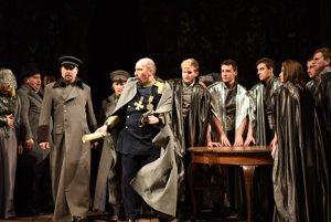 Zľava Jaroslav Dvorský ako Gunther a Marián Lukáč ako Morald v slovenskej premiére opery Víly v košickom divadle.