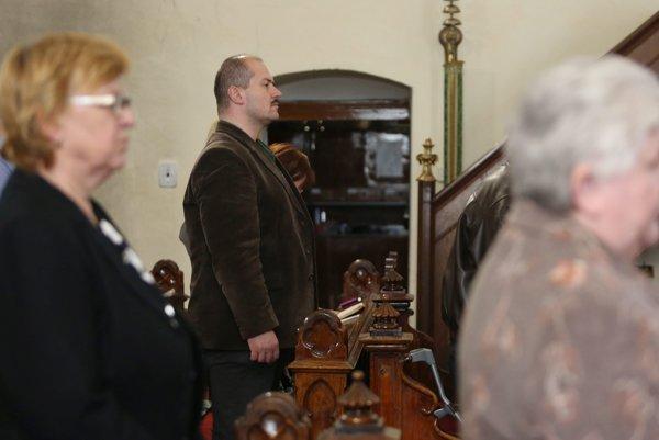 Marián Kotleba sa rád prezentuje ako veriaci človek.
