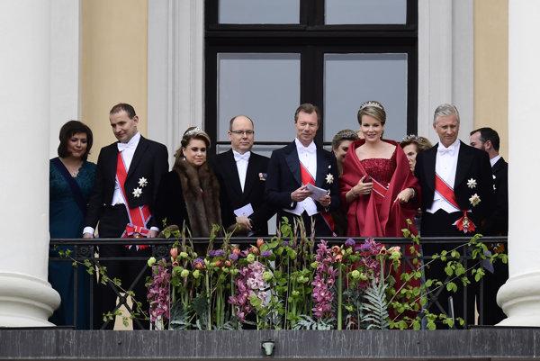Belgický kráľ Philipp (celkom vpravo) s ďalšími monarchami.