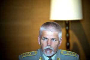 Armádny generál Petr Pavel je bývalý náčelník Generálneho štábu Armády ČR, do júna bol šéfom Vojenského výboru NATO, čo je druhá najvyššia pozícia v Aliancii. Na Slovensku bol diskutovať na podujatí think tanku Globsec v Chateau Belá.