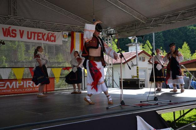 Divákov zabávali folkloristi.