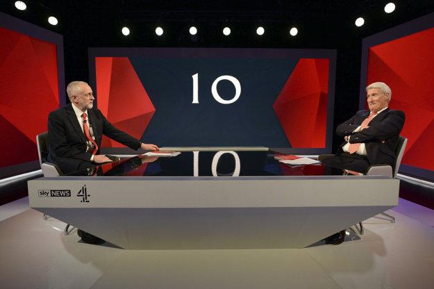 Jeremy Corbyn v televíznom štúdiu.