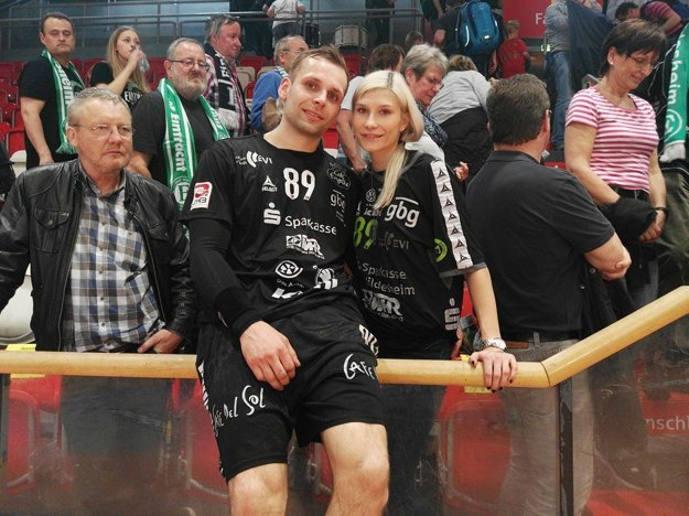 Dominika žije v Nemecku s priateľom - hádzanárom Ivanom Kucharikom.