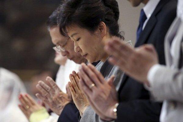 Prezidentka a modlitba za obete.