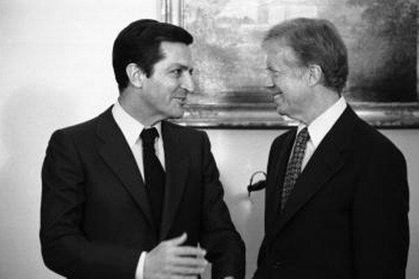 Španielsky expremiér Adolfro Suárez (vľavo) a americký exprezident Jimmy Carter.