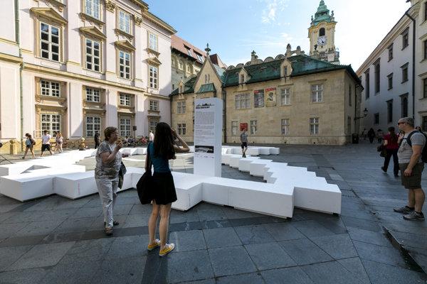 Na snímke inštalácia kontúry 3D modelu Bratislavy, HrAna Bratislavy.