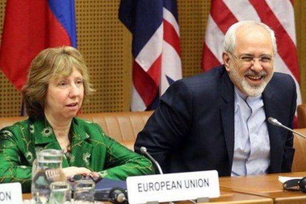 Šéfka európskej diplomacie Catherine Ashtonová a iránsky minister zahraničia Mohammad Džavád Zaríf.