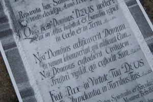 Na snímke fotokópia listiny z časovej schránky z veže kostola v Banskej Belej.