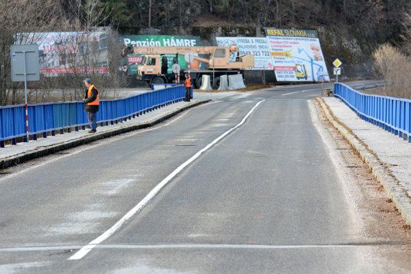 Most v havarijnom stave. ÚVO už odblokoval jeho rekonštrukciu.
