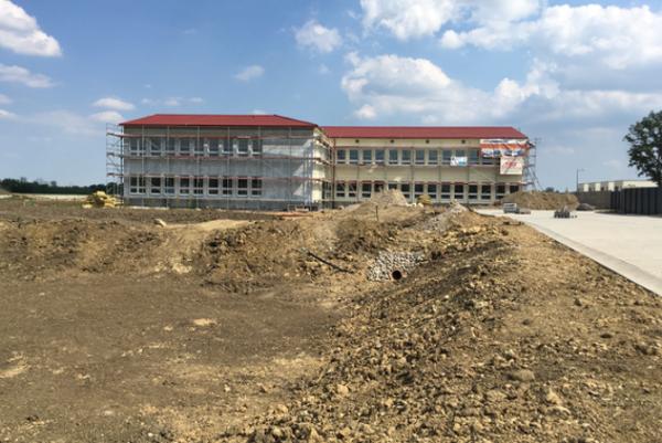 Školu začali stavať koncom minulého roka.